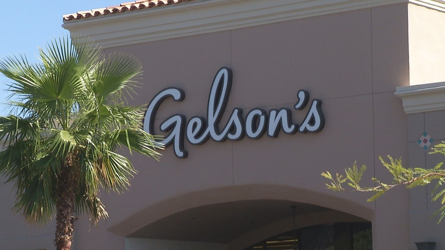 Suspect Allegedly Tries To Kidnap Minor From Gelson's Supermarket