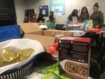 Students Helping Students Have a Happy Thanksgiving