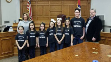 Couple adopts 7 siblings out of foster care — just in time for Christmas