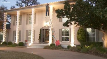 Video Shows Passerby Freak Out Over Fake Clark Griswold Christmas Display
