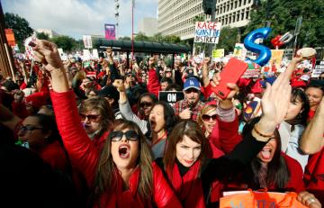 LAUSD, Teachers Reach Tentative Deal; School Could Resume Wednesday