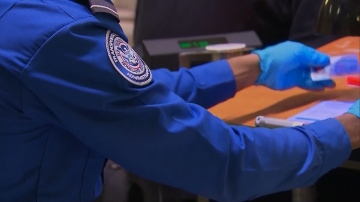 Government shutdown prompts TSA agents to call out