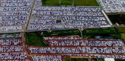 Closing the border with Mexico could bring the auto industry to a halt, experts say