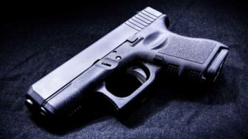 Police: Mom with gun stops attempted abduction of 5-year-old daughter