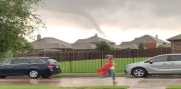 Teacher Captured Racing Tornado to Alert Parents in Pick-Up Line