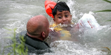 Photos show Border Patrol saving migrant boy from drowning