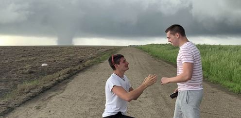 Storm chaser proposes to boyfriend as Kansas tornado looms