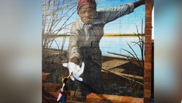 Photo of Child Reaching to High-Five Mural of Harriet Tubman Sparks Viral Reaction