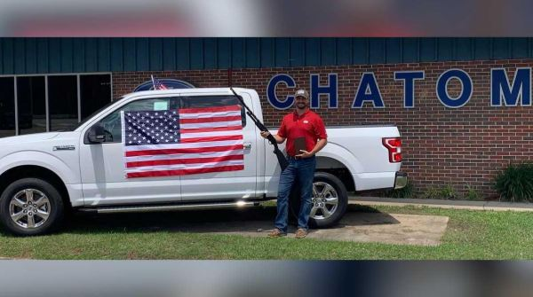 'God, guns, and freedom': Car dealership offered shotgun, Bible, American flag for every car purchase