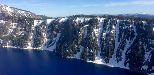 Man falls 800 feet into volcanic crater in Oregon