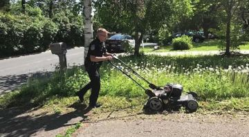 Officer performing welfare check on elderly woman offers to mow overgrown lawn