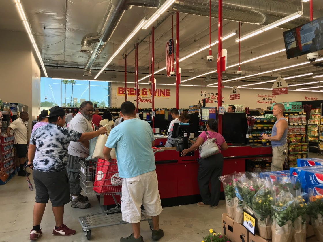 Valley Shoppers Flock to New Discount Market in Palm Springs