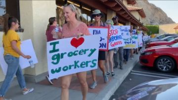 Supermarket Employee Union Gives Grocery Chain a Deadline to Negotiations