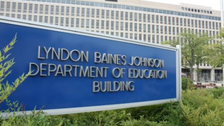 Education Department official who oversaw student loans steps down