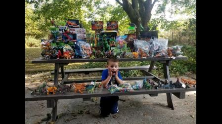 A 5-year-old cancer survivor donates 3,000 toys to the children's hospital where he was treated