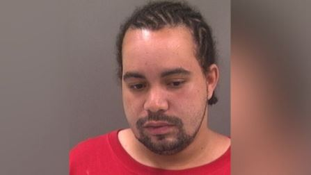 St. Louis County man at large after allegedly stabbing girlfriend at work over break-up text
