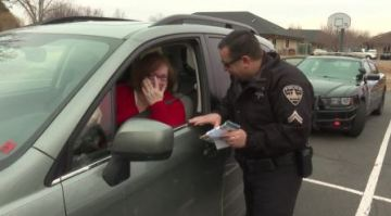 Police spread Christmas cheer by giving out candy instead of tickets