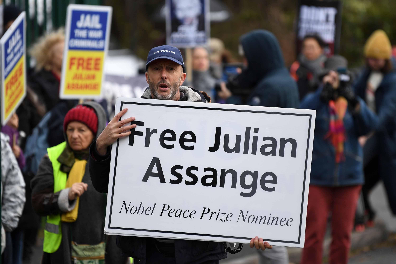 Trump Wants To U2018make An Example U2019 Of WikiLeaks U2019 Julian