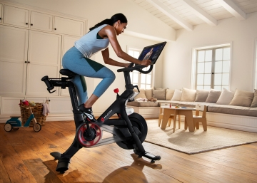 Peloton is giving free bikes to disappointed Flywheel customers