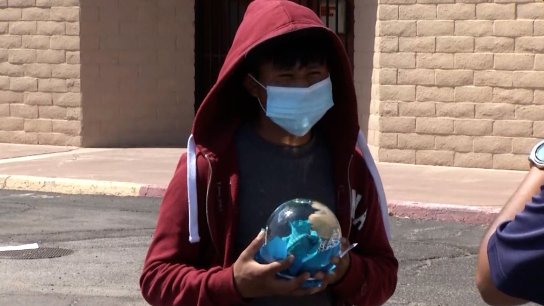 Local groups help street vendor and others in similar situation