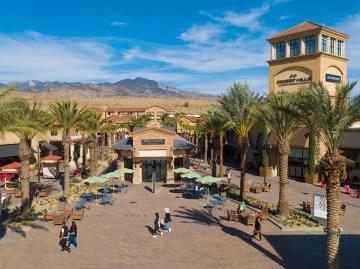 Desert Hills Premium Outlets Reopen