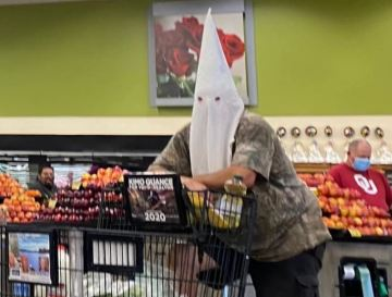 Man Wear KKK Hood in a San Diego Grocery Store