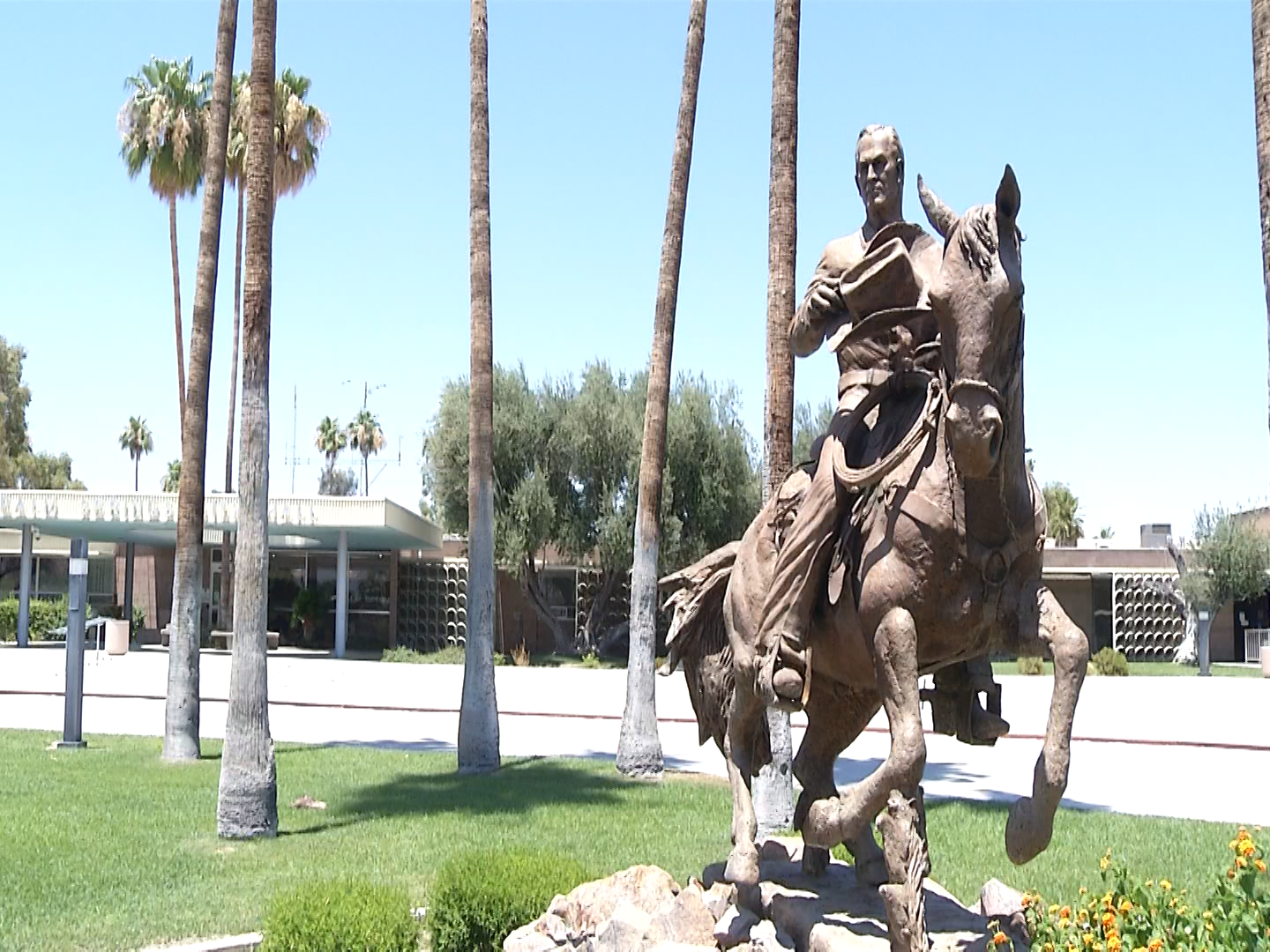 Palm Springs City Council Vote To Remove Frank Bogert Statue