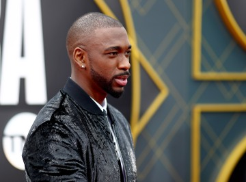 'SNL' alum Jay Pharoah says LA police approached him at gunpoint and knelt on his neck