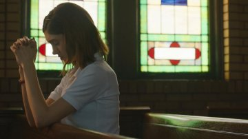 "Manny the Movie Guy Talks to Natalie Dyer and Director Karen Maine for ""Yes, God, Yes"""