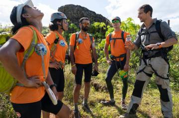 """World's Toughest Race: Eco-Challenge Fiji"":  Team Khukuri vs. Team Summit"