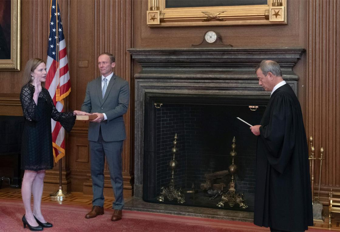 Associate Justice Amy Coney Barrett sworn in by Chief Justice Roberts
