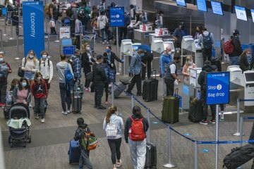 US air travel sets a pandemic-era record despite calls to stay home for Thanksgiving