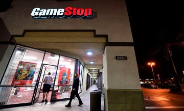 Robinhood shuts down GameStop trades