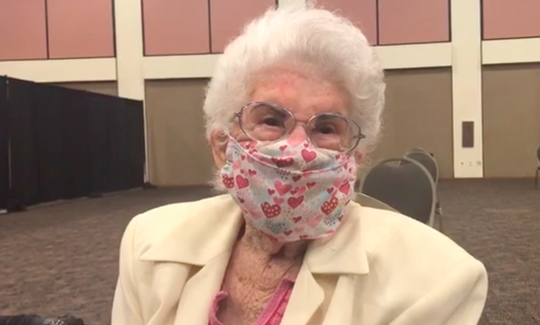 94-year-old woman was first to get vaccine at new Palm Springs clinic