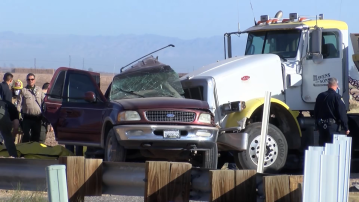 """Mass casualty"" car crash involving at least 26 people in Imperial County, at least 13 dead"