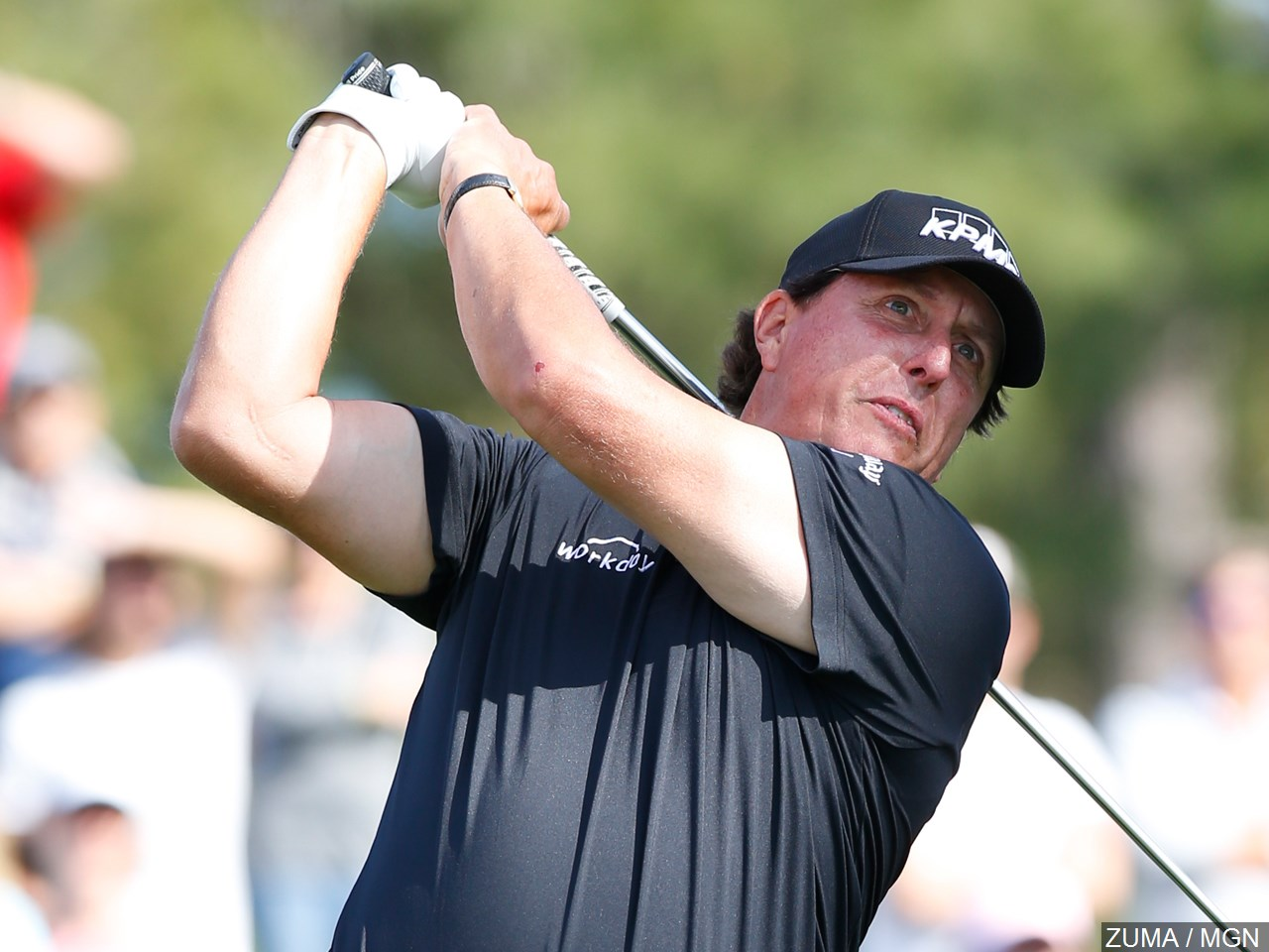 Phil Mickelson sets early lead at PGA Championship, and a chance at history