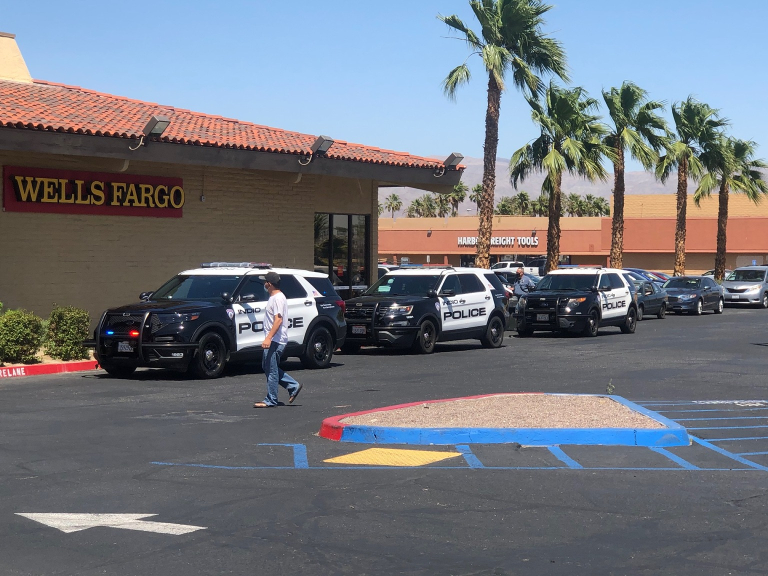 Officers search for suspect following Indio bank robbery