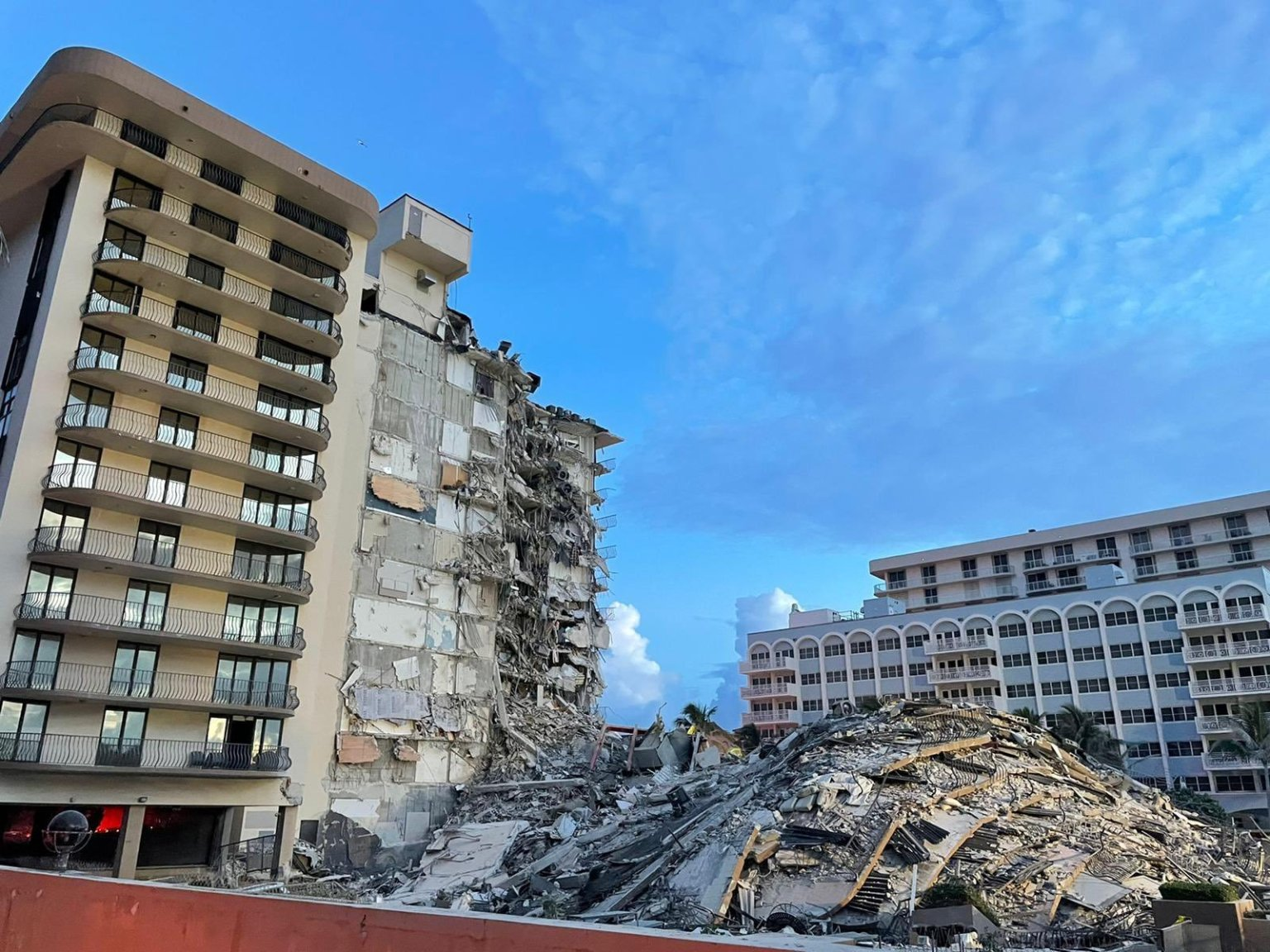 Death toll in Florida building collapse rises to 4, with 159 people now unaccounted for