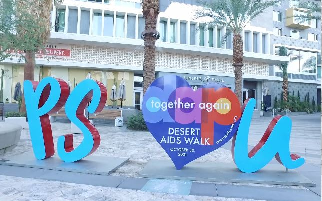 'PS I Love You' sculpture celebrates their one year anniversary