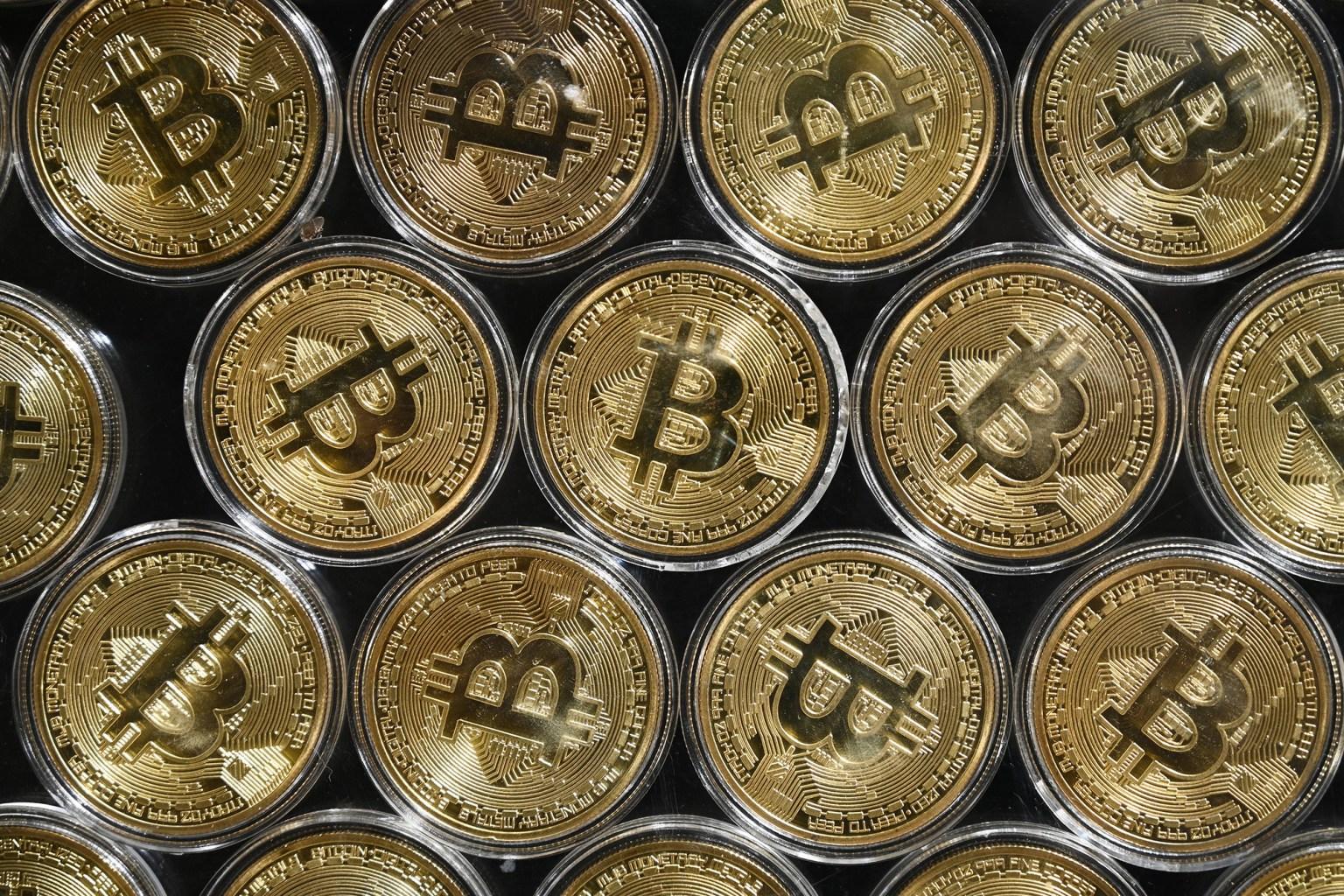 Bitcoin drops below $43,000 on El Salvador's first day using it