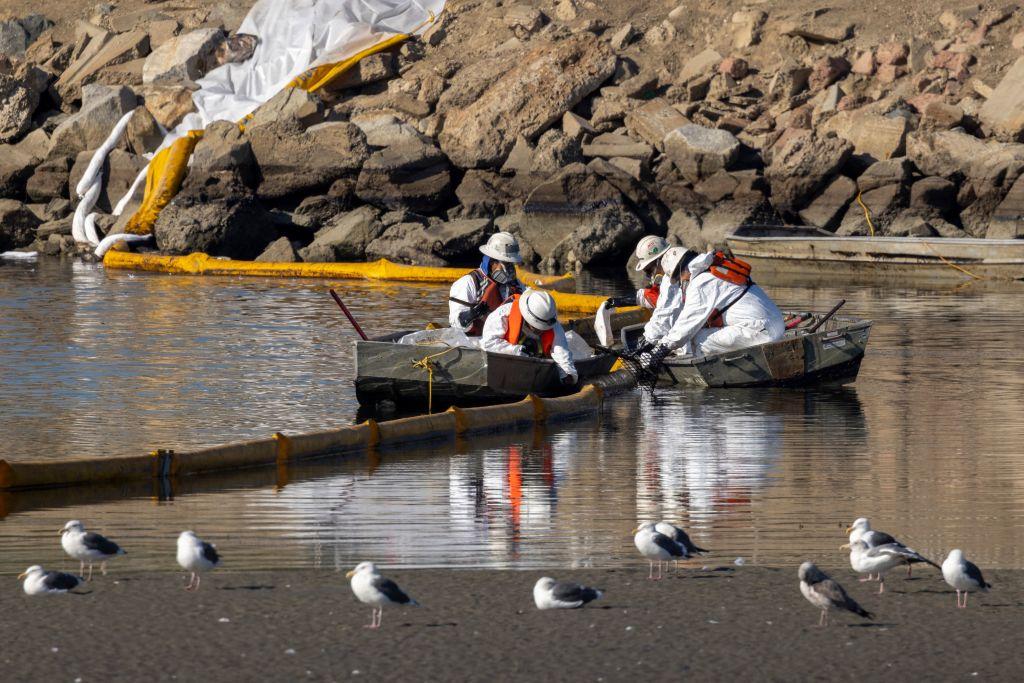 Ancla de barco pudo provocar derrame de petróleo en California